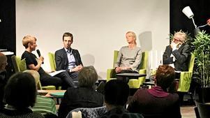 Läsarbild.Riksdagsledamöterna Kalle Olsson (S), Saila Quicklund (M) och Per Åsling (C) möttes för ett samtal på scenen om vad som kan göras, framför allt för de ungdomar som befinner sig i Sverige men riskerar att skickas tillbaka till Afghanistan.