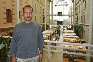 Abdullatif Haj Mohammad jobbar i dag som aktivitetshandledare på stadsbiblioteket i Sundsvall.