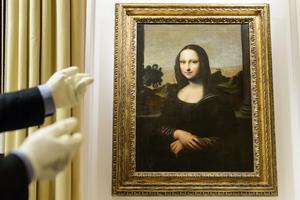 Kännare hävdar att det alltid har funnits två porträtt av Mona Lisa, målade av Leonardo da Vinci - det första målat tio år före det som hänger i Louvren i Paris. Här är den tidiga versionen. Bild: Laurent Gillerion/AP Photo
