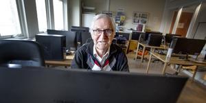 """""""Vår huvuduppgift är att lära äldre om internet, mail och datorer över huvud taget"""", säger Stig Holmberg, ordförande i Seniornet."""