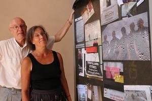 Staffan Ekegren och Maria Sedell tror inte att anslagstavlan kommer att dö ut utan finnas kvar i framtiden.