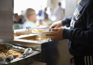 Melker Andersson (M) har ätit skolmat i Hedemora många gånger och tycker, i motsats till