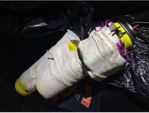 Bild: PolisenMannen hade även två hemmagjorda bomber i sin bostad. Han menade att de skulle ha smällts på nyårsafton, men att det inte blev av. Åklagaren åtalade mannen för förberedelse till allmänfarlig ödeläggelse. Tingsrätten bedömde det mildare och dömde mannen för brott mot lagen om brandfarliga och explosiva varor.