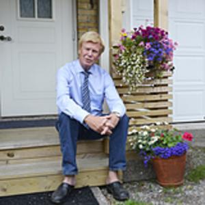 Brokvisten är en av flera byggnationer som Rodney Engström gjort på sitt hus.