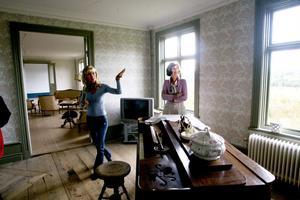 Kristin Eriksson och Eva Wennmalm har satsat tre år på renoveringen av huset som tidigare hyste Skölds El i Hudiksvall. Nu ligger det i Tunbyn, och är i det närmaste färdigrenoverat.