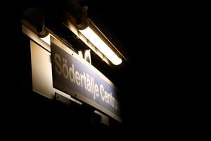 Södertälje centrum. En pendeltågsstation.