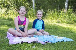 Loui Frengen och Oline Frengen från Sundsvall har sovit två nätter på campingen tillsammans med mamma och pappa.