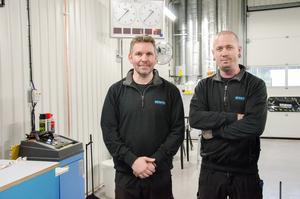 Stefan Blom, stationschef, och Oliver Nilsson som kommer att jobba på stationen i Lindesberg på heltid.