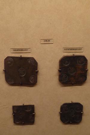 Plåtmynt myntat i Semlan 1752. Har ett krönt C i mittstämpeln. Foto Seved Johansson