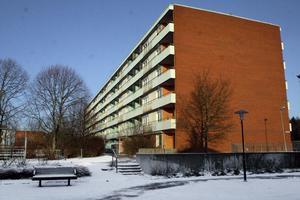 Ett av de numera rivna hyreshusen vid Hästhovsvägen i Hallstahammar. En ny detaljplan gör det möjligt att bygga nya bostäder på Östra Nibble.Foto: Andreas Skog/ Arkiv