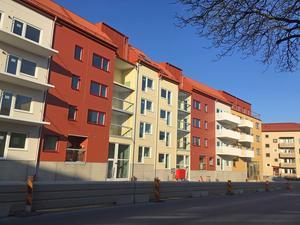 Förseningen innebär att det blir inflyttning i Nynäshamnsbostäders nya hus mellan den 1 juli och den 1 augusti.