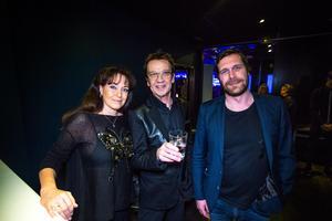 Björn Skifs delade både ut pris på galan OCH fick ett överraskande hederspris tilldelat sig. Här på bild på med hustrun Pernilla och Dalapops Daniel Olsson.