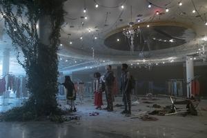 """Foto: Pressbild Fox I den postapokalyptiska filmen """"The darkest mind"""" försöker fyra ungdomar gömma sig för den fientliga vuxenvärlden, bland annat i ett övergivet köpcentrum."""