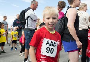 Viggo Åberg springer på helgerna och hoppar i skolan.