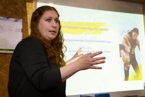 Madelene Brandt utbildar om NPF-diagnoser.
