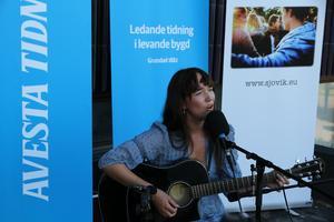 Wilma Pettersson Holmqvist spelade live på AT:s tak 7 augusti.
