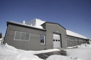 Kommunstyrelsen är enig om att Ishallen i Sveg bör kompletteras med en matta, så att hallen får fler användningsområden.