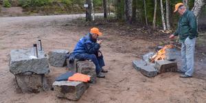 Tommy Syvertsen och Gossas Sven-Olle Axelsson ledde guidade vandringar på övningsbanorna och lägerplatsen.