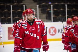 Modos assisterande kapten Henrik Björklund är den förste spelaren att nå milstolpen att göra 150 mål i hockeyallsvenskan.