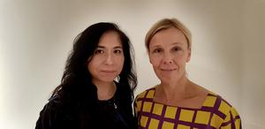 Paola Zamora, curator och Joanna Sandell, chef Södertälje konsthall presenterar utställningen Internationella Motståndsmuseet 1978-2020 på tisdagskvällen.