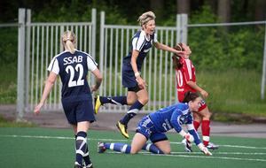 Lina  Hurtig har gett Gustafs ledningen mot Kvarnsveden, med ett solonummer. Året är 2011. Foto: Johnny Fredborg.
