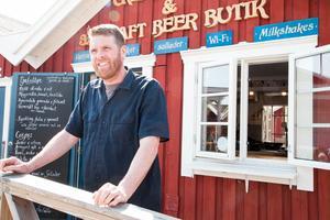 Matt Wilkes driver Crepestugan 3.5 Craft beer butik där han bland annat säljer sin egentillverkade öl.