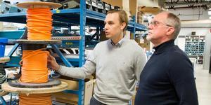 Eltec i Köping har tagit hem en stororder som innebär att företaget under maximalt fem års tid ska bygga ställverk åt Eskilstuna Strängnäs energi & miljö. På bilden Johan Tell, affärsutvecklare och företagets grundare Anders Isaksson.