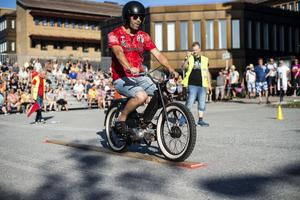 Teknikkörning, dragrace, utställning, utlottning av en moped och självklart cruising stod på årets schema.
