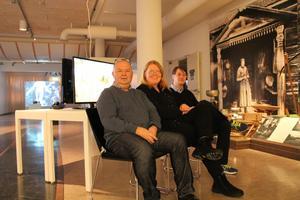 Jovica Marceta, Lena Ryen-Laxton och Tobias Ingels visar i Leksands kulturhus under våren samtidskonst, hantverk och människoöden med koppling till Japan.Foto: Niklas Darke