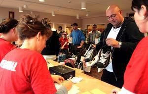 Inlämning. Omkring 20 000 artiklar brukar lämnas in vid bytardagen på Karlsäng.