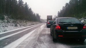 En trafikolycka inträffade vid Rytternekorset på väg 56 på fredagsförmiddagen med långa köer som följd.
