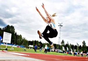 Klara Nolemo från Engelska skolans klass 4a vann längdhoppet efter ett segerhopp på 4,42.