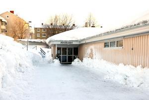 Ett nytt badhus kan byggas på Alnö i framtiden. Det är i varje fall det som kommunen nu ska utreda vidare.