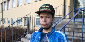 Mohammad Mohammadi är en av de 26 ungdomar som nu måste lämna Högbo. Falu kommun upphör med uthyrning till ungdomar som kommit till Sverige som flyktingar utan sina familjer.