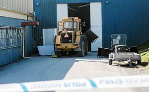 I maj 2018 stal tjuvar en traktor från ett intilliggande företag och körde in den i butiken.