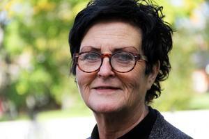Det känns väldigt tråkigt att man stjäl blommor på en kyrkogård. Vi tänkte anmäla det här till polisen, säger kyrkoherde Lena Wängmark.