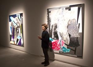 Det händer att Sigrid Sandström målar om sina verk efter utställningar, att hon tillför nya element och förändrar beroende på hur de uppfattats när de visats för betraktare.