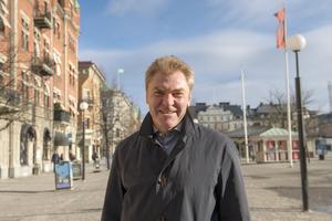 Vladimir Smirnov, 55 år, mäklare, Sundsvall
