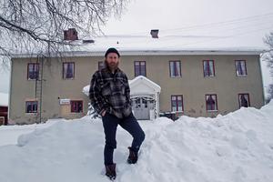 Adam Powers har goda förhoppningar om att konstskolan ska kunna etablera sig i gamla folkskolans lokaler i Nederborg i Nås.