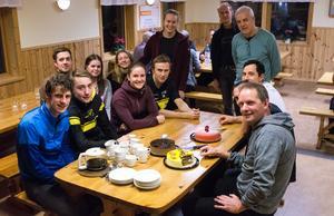 Det blev tre läckra tårtor för att fira Tove Alexanderssons nya framgångar.