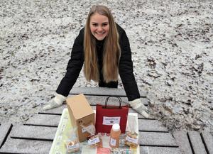Emelie Genbrog från Nordsjö utanför Långsele har i samarbete med Sundsvalls Musteri tagit fram en egen äppelmust.