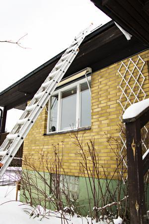 Det fanns ingen stege på plats när besiktningsmannen skulle göra besiktiga taket. Så då nöjde han sig med att stå kvar på marken och bara titta upp. Utan att notera i protokollet att han aldrig varit uppe.