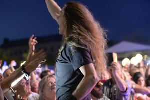 När E-Type spelade vid midnatt mellan lördag och söndag var det hög stämning och mycket publik.
