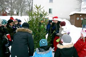 Julgransplundring i Hasselfors centrum.