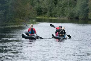 Familjen Lindnord på paddlingstur.