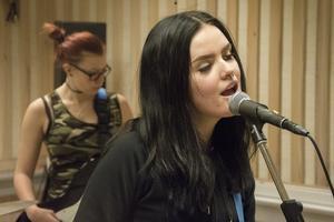 Black Attires sångare och gitarrist Melinda Westin tycker att det skulle bli väldigt tomt utan Kulturskolan.