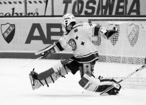 Peter Åslin var i stort sett omutlig i många matcher i SM-slutspelet 1988/89 – men i finalen mot Djurgården fick även han ge sig. Foto: Bildbyrån.