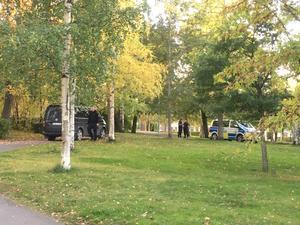 Arkivbild. Klockan var 17.25 när polisen larmades till en misshandel i Kyrkparken den 26 september. En man hade blivit knivstucken på flera ställen på kroppen.