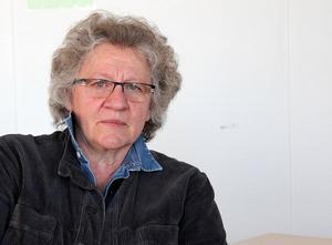 Pia Aronsson (V) är i otakt med väljarna.