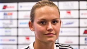 Emelie Åkerlund satsar på både bandy i VSK och fotboll i BK30.